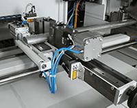 Przecinarka tarczowa do aluminium - System podawania materiału z kontrolowaną krawędzią zerową
